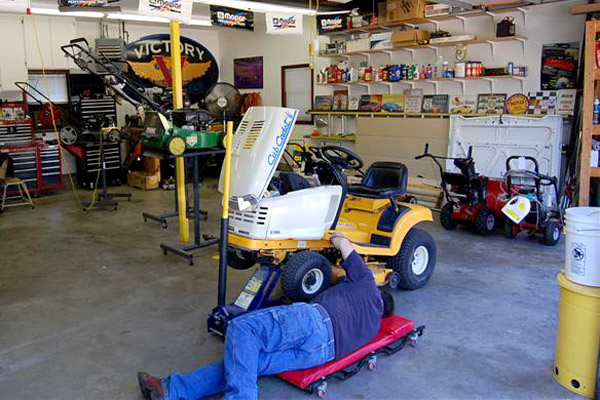 Small engine repair schools training courses for Small motor repair shop